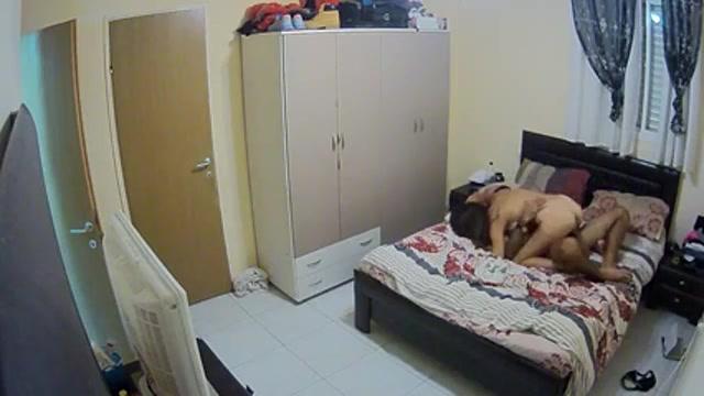 нас слегка в спальне скрытая камера жена помогает