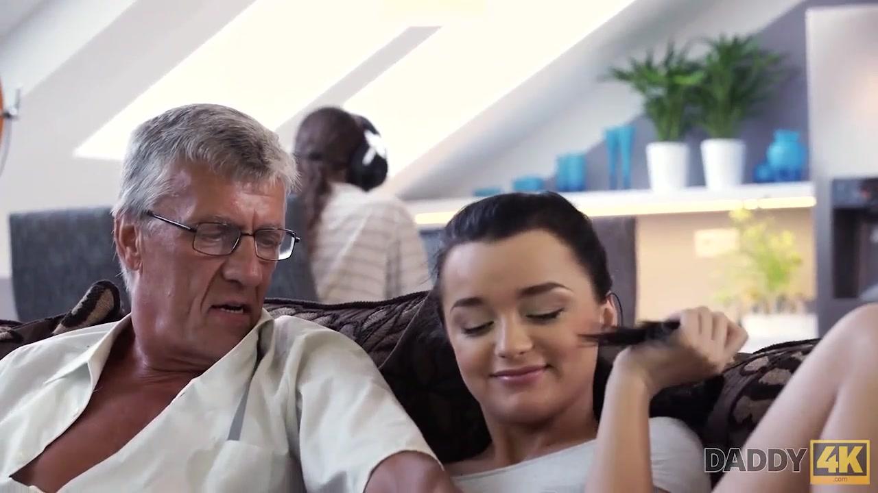 Avos Brasileiros Porn Videos vovô safado fodendo neta novinha e tarada - cnn amador